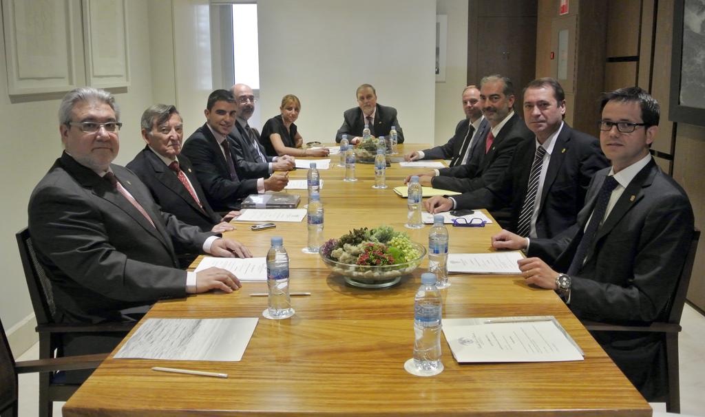 Los miembros de la Junta Directiva en su reunión del mes de abril.