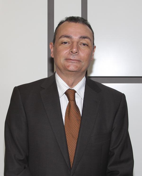 Socios propeller club de valencia for Salvador navarro